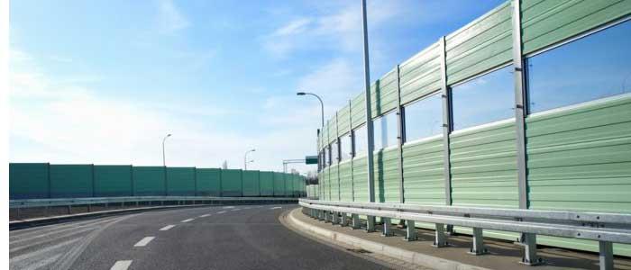 Instalación de pantallas acústicas en carreteras