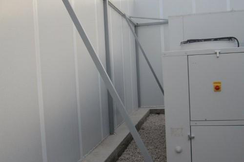 Pantallas acústicas en instalación de climatización